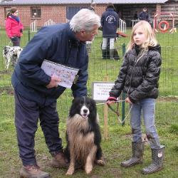 Lucile présente son chien