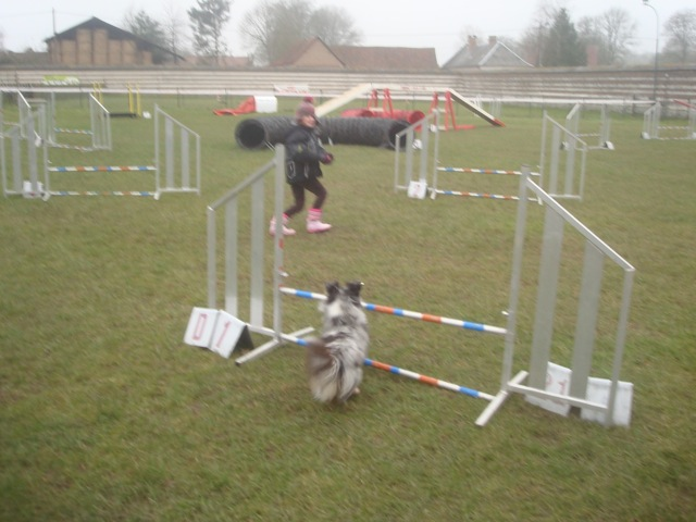 Chloé et Gomete - enchainement de saut à Domvast